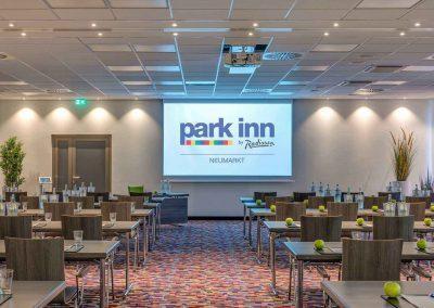 Park Inn by Radisson Neumarkt Tagungsraum Parlamentarisch Tageslicht 3