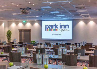 Park Inn by Radisson Neumarkt Tagungsraum Parlamentarisch Tageslicht4