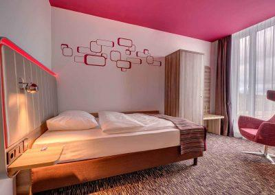 Park Inn by Radisson Neumarkt Standard Zimmer rot3